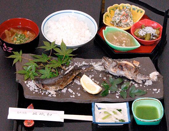 味比べ 鮎と山女の天然塩焼き定食