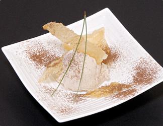 肉桂皮のアイス 山芋煎餅添え