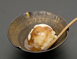 君津の銘水を使った豆乳アイスに  季節の変わり餡をのせて
